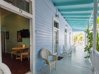Duval Corner - Cute Condo In Perfect Location Just Off Duval. Great Balcony!, Key West