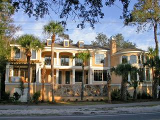 Fabulous 6 Bedroom Home in NFB - 5 Star Amenities, Hilton Head