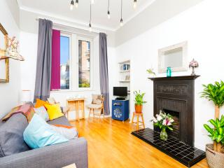 Parkside: Royal Mile 5 mins walk, FREE Parking/Wifi. Central, modern & stylish