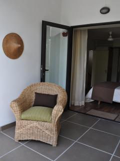 Terrace attenant à la chambre principale.