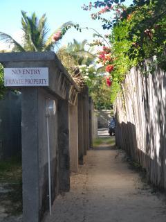 Accès privée pour le complexe des 4 duplex à la plage (30 mètres).