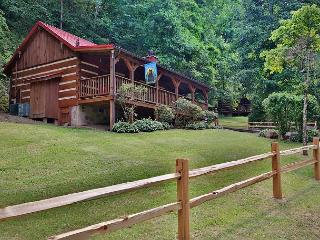 Bear Nekkid a Private Couples Getaway, Hot Tub, Porch Swing, Fireplace, Sevierville