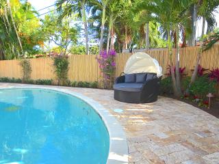 "By The Sea Vacation Villas LLC-""Casa Bermudez"" HTD POOL- BACKYARD SAND LOUNGE!, Pompano Beach"