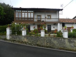 Casona Asturiana con Capilla, Horreo y Cuadras, Piloña