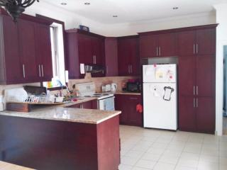 Nice room, big apartment, Plateau Mount Royal