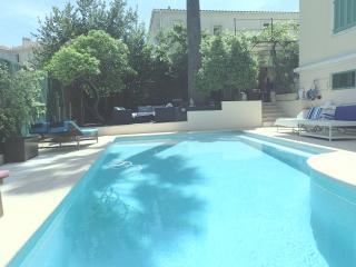 Villa 7 chambres piscine chauffée jacuzzi centre