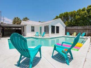 Fenced Yard~Pool~PRIVATE BEACH~BID A WEE HAS IT ALL~House is Pet Friendly, Panama City Beach