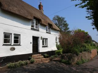 17th Century Thatched Cottage, Dogs welcome