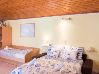 APARTMENT 3 bed spacious STUDIO, Hvar