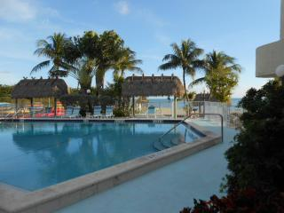 Oceanfront End Unit, Spectacular Water Views, Pool, WiFi, Tennis