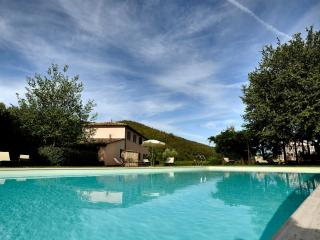 Bacche Country House, 7km to Perugia, garden, pool