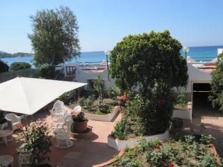 Villa  Belvedere - 5BR, 3 BA, sea view, beachside, Capitana