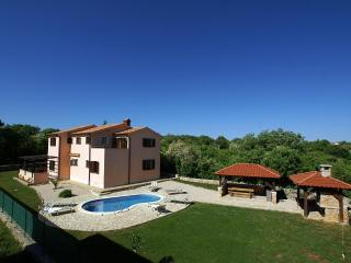 12001 Large villa with pool, Garica
