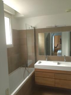 Master bathroom (bathtub)