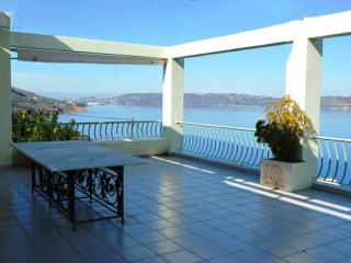ARMONIA apt, amazing view of Souda bay, below Aptera Chania. Walk to the beach!!