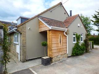 THE LITTLE HOUSE semi-detached, en-suite, woodburning stove, village location