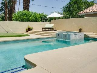 Centrally Located 3BR, 3 Bath House in Palm Desert with Pool and Jacuzzi