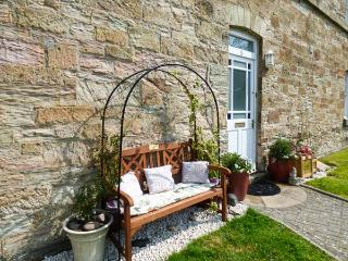 JEANDY, Grade II listed cottage in gated developement, Sky TV, pets welcome, in