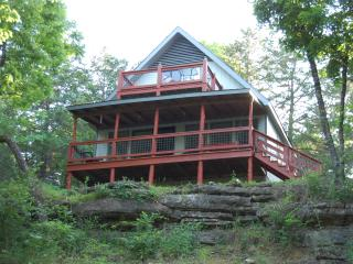 Hooked Lake Cabin|Lakefront|Outdoor Wonderland|Festivals Nearby, Eagle Rock