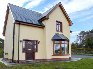NO 4 CAME DRIVE, detached, en-suites, pet-friendly, sea views, in Catletownbere