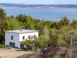 THE WHITEHOUSE superior detached cottage, en-suite, open plan, close to coast, gardens, Poolewe Ref 937102