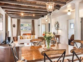 Historic Guernville Bungalow - Walk to Town!, Guerneville
