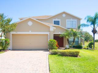 Ultimate Offer: 6 bed Pool Home at Cumbrian Lakes, Kissimmee