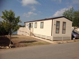 Elan, 15 Water Ski Lake, Beautiful Lake View, Tattershall
