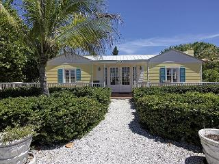 Beautifully renovated 1940s Captiva Island Beachfront Cottage, isla de Captiva