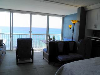 Fully Remodeled Oceanfront Kona Magic Sands #305