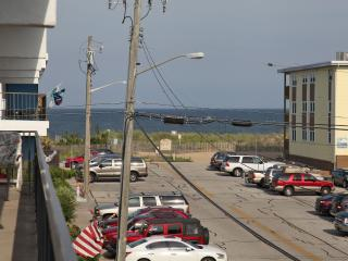 North OC Condo with Ocean View - 3BD/2BA Sleeps 8, Ocean City