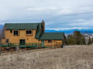 Private 40 acre Montana estate w/ view of Rockies