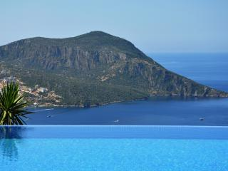 VILLA SKY, KALKAN - SLEEPS 10/12 - 5 ENSUITE BEDS