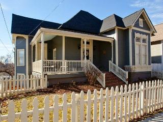 Spacious 5 BR w/ Deck + Fire Pit - Near Five Points in East Nashville