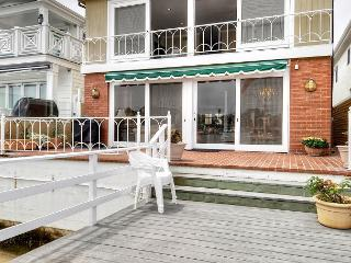 Newport Beach Luxurious Lido Isle Bay Front-Includes Use of Electric Boat!