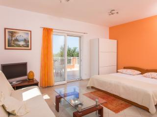 Studio apartment w sea view terrace and pool, Mlini