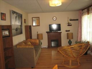 Charming 2 Bedroom Condo/Apartment  on the Lake