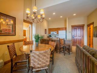 Springs Lodge 8906 - Walk to gondola and River Run Village, awesome pool, 3 bathrooms!, Keystone