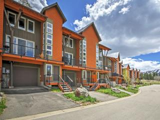 NEW 3BR Fraser Condo- Balcony & Stunning Mtn Views
