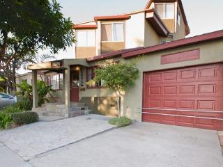 Architectural-6 Bed 4 BA-Fantastic Location, Los Angeles