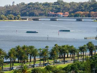 Swan River View Apartment, Perth
