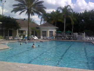 Fantastic Town home with private hot tub at the Windsor Palms Resort near Disney