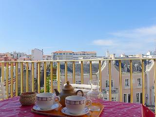 1 bedroom Apartment with WiFi and Walk to Beach & Shops - 5057997