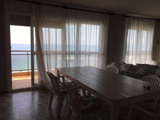 Beachfront Apartment perfect for families, Salou