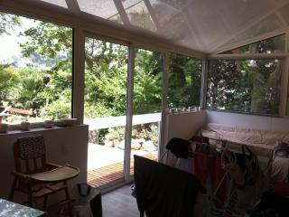 T3 meuble 70m2,  jardin 400m2 entree privative