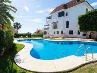Marbella Golden Mile modern apartment with WIFI, vakantiewoning in Marbella