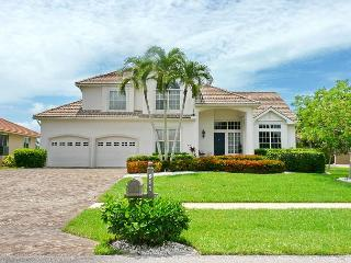 Two-story, waterfront house w/ heated pool & short walk to Resident's, Marco Island