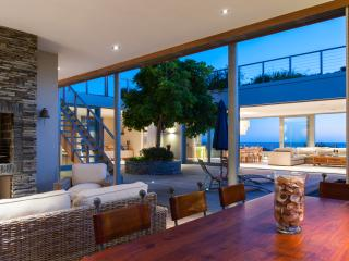 Beautiful 4 Bedroomed Seaside Home, Hermanus