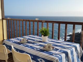 Una mesa cómoda para disfrutar las mejores vistas.