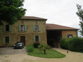 New (2016) gite in semi-rural location with pool, Cassagnabere-Tournas